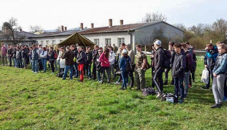 Študenti SOŠ Púchov na brannom súboji študentov