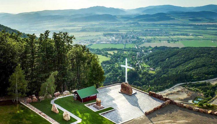 Vrcholy 3. ročníka Vrchárskej koruny Trenčianska predstavia jaskyne, Dračiu studňu aj mauzóleum
