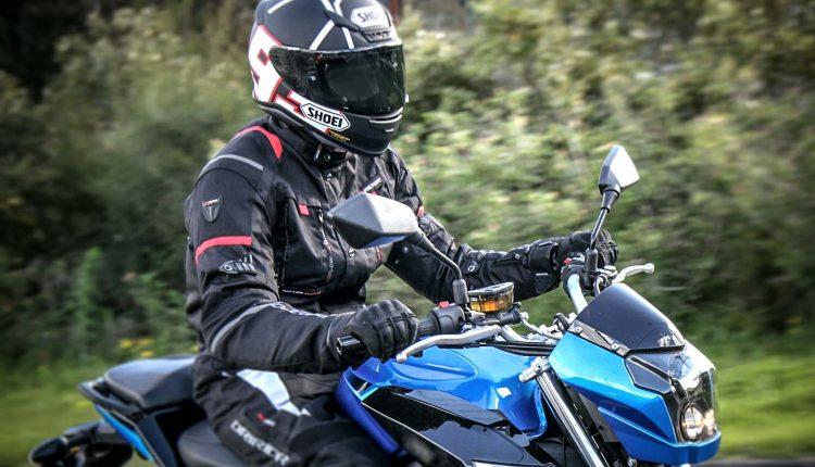 Policajti namerali motocyklistu, v obci šiel 125 km/hod