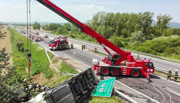 AKTUALIZÁCIA: Tragická nehoda na diaľnici: Hrozil výbuch!