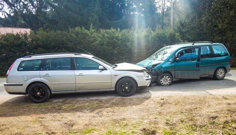 Nehoda dvoch áut, došlo aj k zraneniu