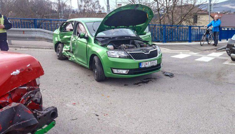 Nehoda v Púchove, zrazili sa tri autá
