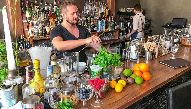 Žiaci Hotelovej akadémie v reštaurácii Amante vPúchove