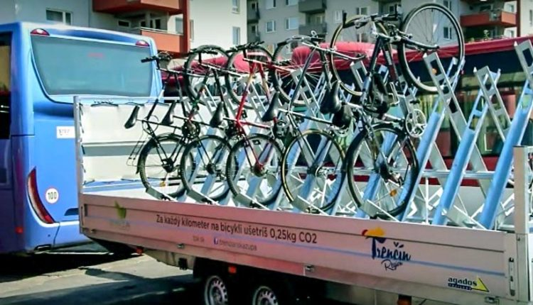 Cykloautobusy počas víkendov využívajú desiatky cyklistov