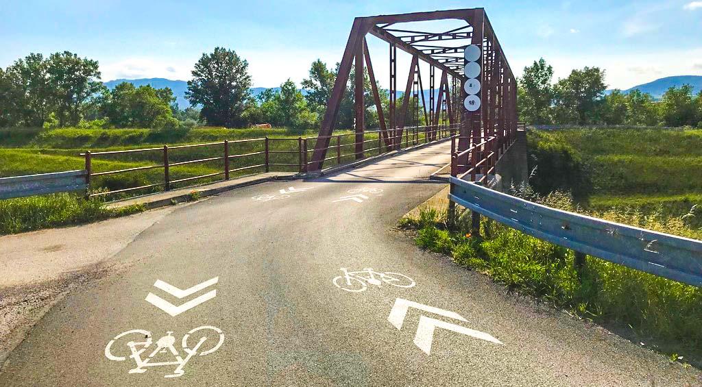 39e832c2c Cyklotrasa začínajúca na hranici Trnavského a Trenčianskeho kraja v obci Horná  Streda je historicky prvým úsekom Vážskej cyklotrasy z dielne Trenčianskeho  ...