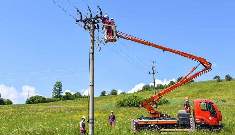 Kým elektrikári skontrolujú vedenie, štyri obce budú bez prúdu