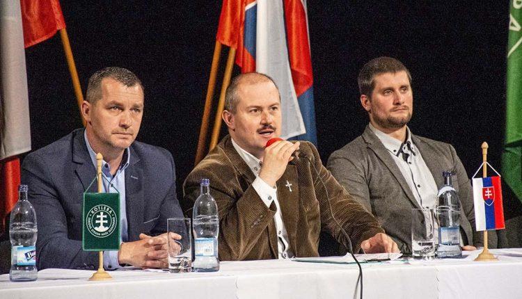 Kotlebovcom v Púchove zrušili predvolebný míting, sťahujú sa do Novej Dubnice