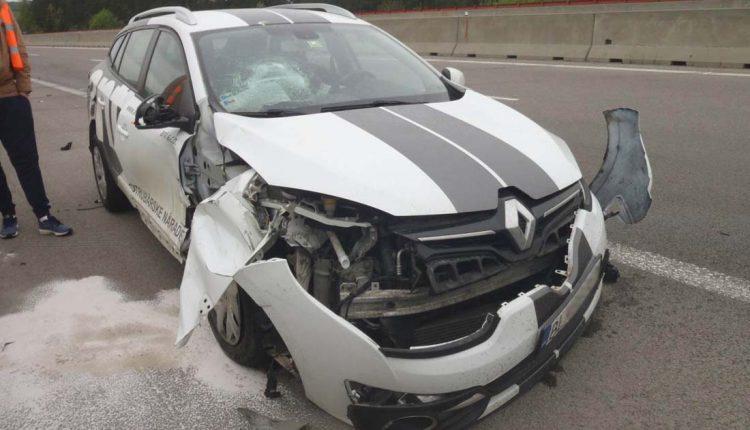 FOTO: Nehoda auta s kamiónom na diaľnici pri Púchove