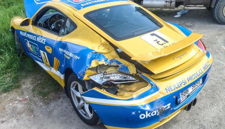 Nehoda Porsche Cayman a nákladiaku