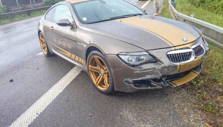 Nehoda pri Púchove, BMW-čko si narazilo ňufák