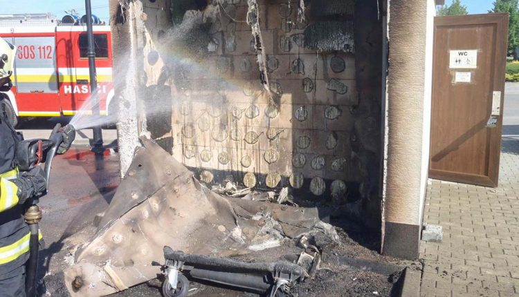 Požiar kontajnera sa rozšíril aj na verejné WC