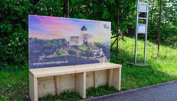 Unikátna lavičková pohľadnica pribudla na Trenčianskej ulici