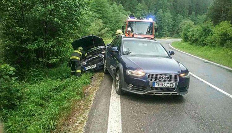 FOTO: Dve dopravné nehody 10 metrov od seba