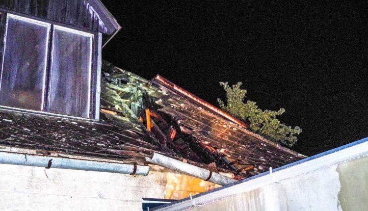 Požiar v Nosiciach, na rodinnom dome horela strecha