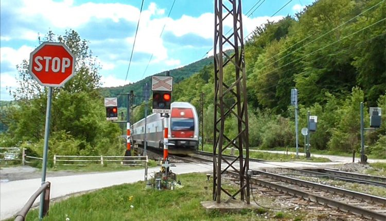 POZOR: Úplná uzávierka železničného priecestia