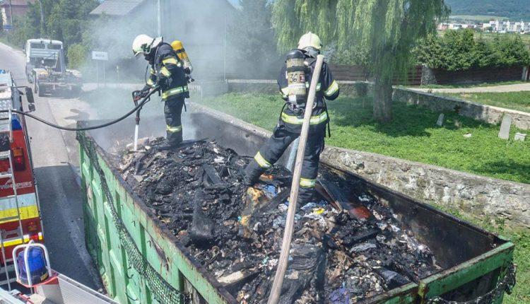 Hasiči z Púchova zlikvidovali požiar pri obci Beluša