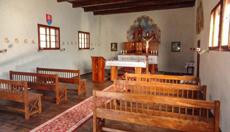 Príbeh unikátneho skvostu – Dreveného kostolíka v Hornej Marikovej – Ráztoke – zachytáva nová publikácia