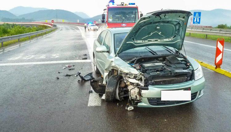 Nehoda na zjazde z diaľnice D1 pri obci Beluša