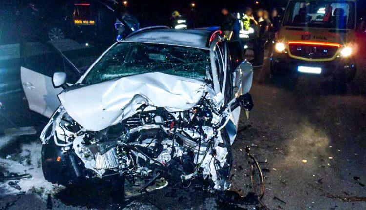Nočná nehoda pri Púchove si vyžiadala troch zranených