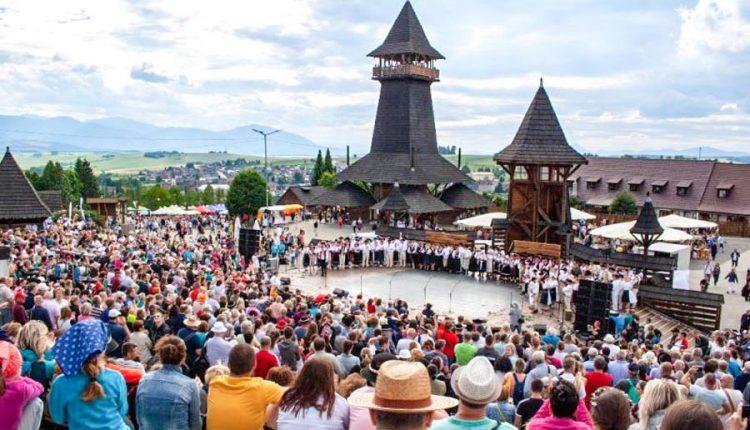 Kolektívy z nášho regiónu na Folklórnom festivale Východná