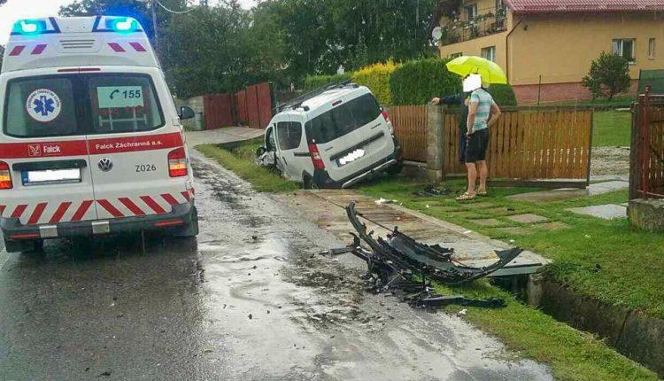 Auto narazilo do plota, poškodilo aj plynovú prípojku