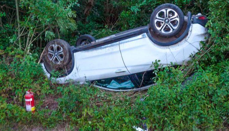 Ranná nehoda pri Udiči, auto sa prevrátilo na strechu