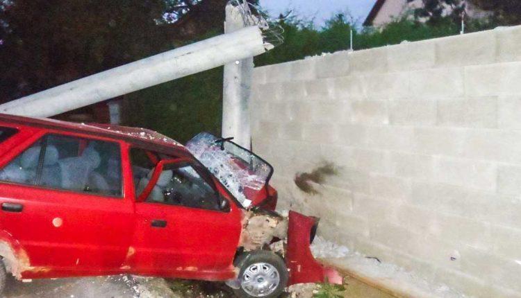 Nehoda pri Púchove: Traja zranení, zasahoval aj vrtuľník!