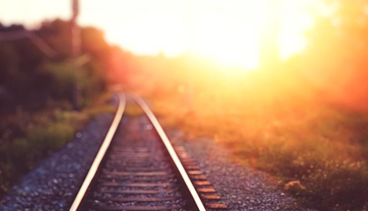 Letné horúčavy pri Púchove spomalili železničnú dopravu