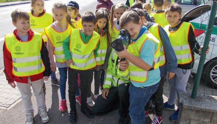 Deti počas dopravno-preventívnej akcii rozdávali smajlikov