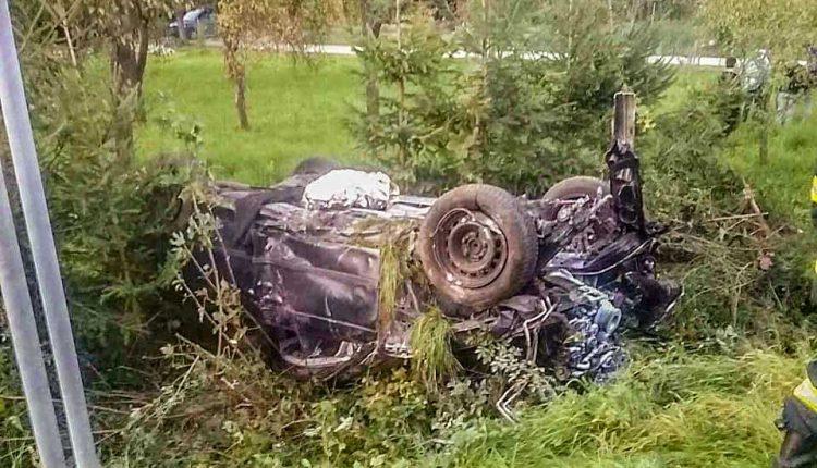 FOTO: Nehoda pri Považskej, auto skončilo na streche