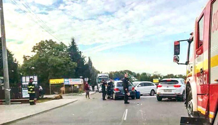 Ranná nehoda v Púchove: Vodič nedal prednosť, traja zranení!
