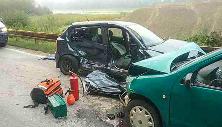 Nehoda dvoch áut, cesta bola neprejazdná