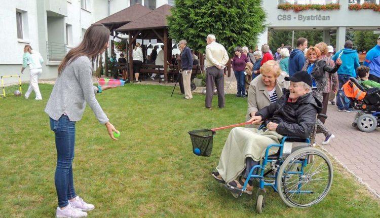Klienti zariadení sociálnych služieb na návšteve v Považskej Bystrici