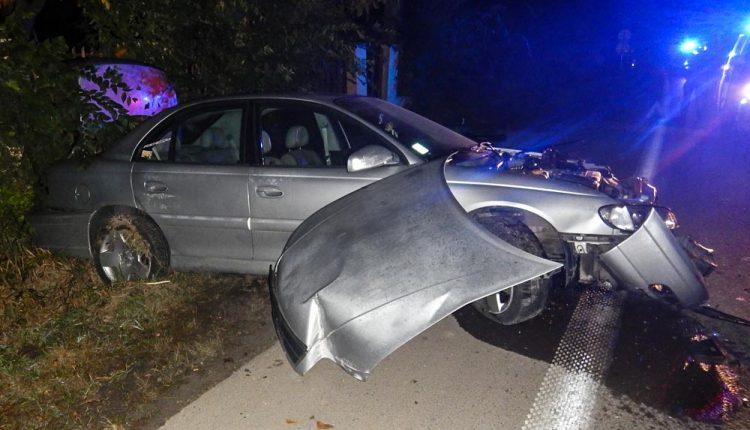 FOTO: Jozef z Považskej si poriadne zavaril: Šoféroval opitý a nabúral!