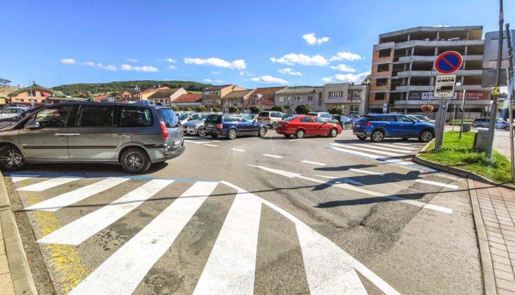 Poslanci schválili drahšie parkovanie