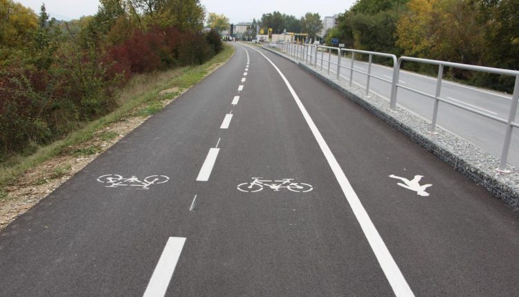 Slávnostné otvorenie novej cyklotrasy medzi Púchovom aNosickou priehradou
