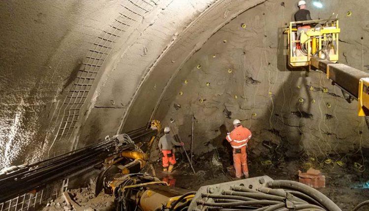 Aj napriek zime sa pokračuje v razení tunelov a budovaní mostov