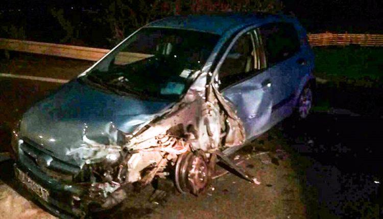 FOTO: Nehoda troch osobných áut a kamióna pri Púchove