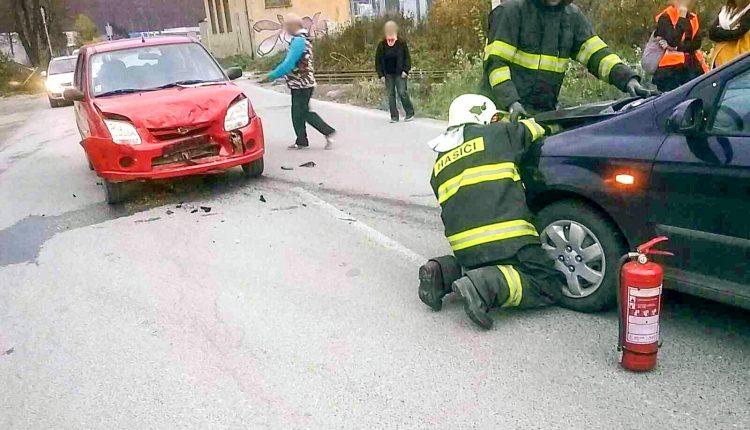 FOTO: Pri zrážke dvoch áut sa zranila jedna osoba