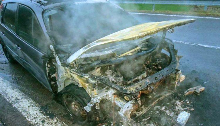 FOTO: Ranný požiar vozidla na privádzači