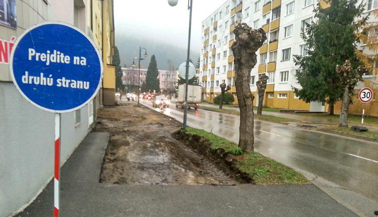 FOTO: Rekonštrukcia chodníka na Štefánikovej ulici