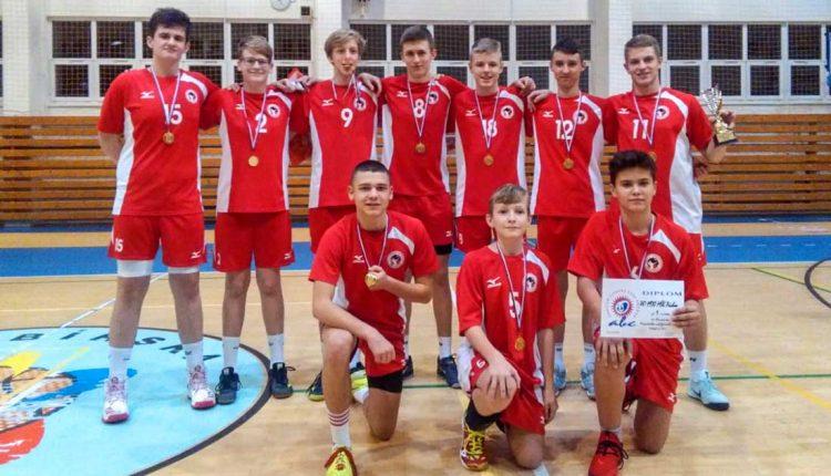 Púchovskí starší žiaci vyhrali volejbalový turnaj v Prešove