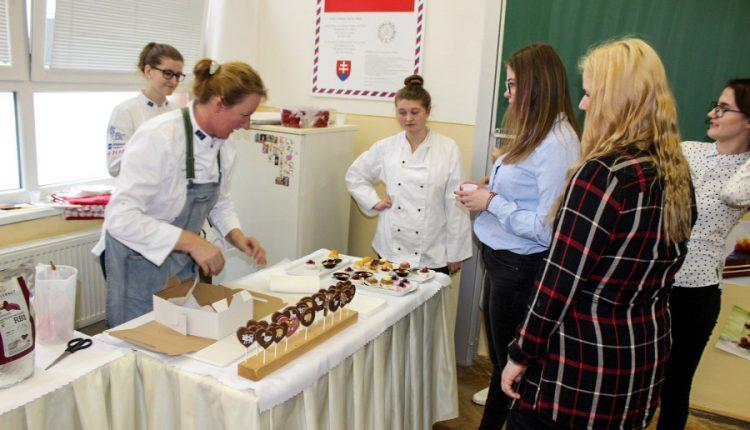 Deň otvorených dverí SOŠ obchodu a služieb v Púchove navštívili budúce gastronomické elity, kaderníčky i podnikatelia