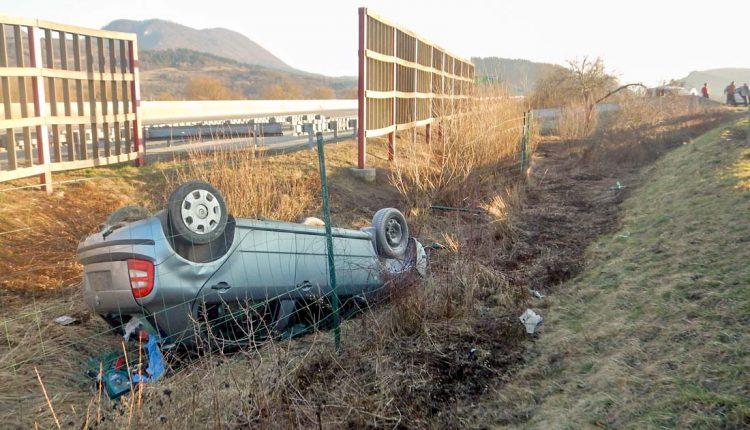 FOTO: S autom skončil na streche, nafúkal 1,92 promile