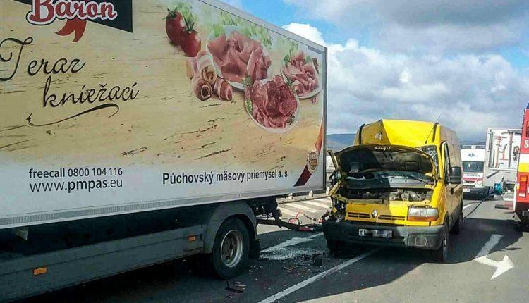 FOTO: Vážna dopravná nehoda, zasahoval aj vrtuľník