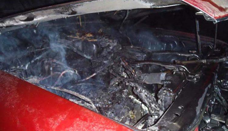 Požiar vozidla, otváranie rodinného domu a spadnutý strom