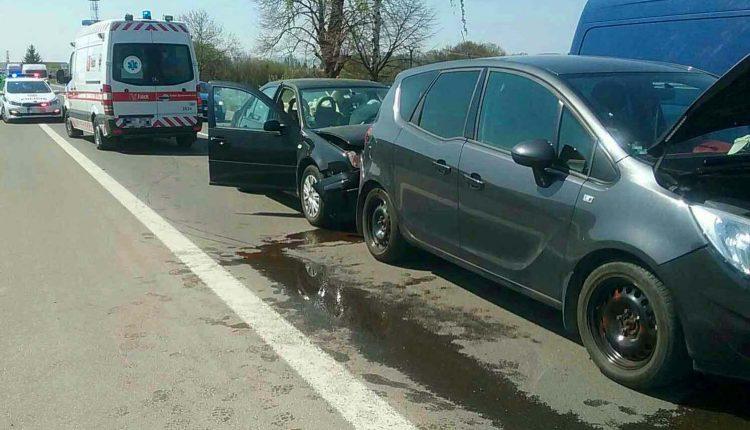 FOTO: Dopravná nehoda štyroch áut pri Ilave
