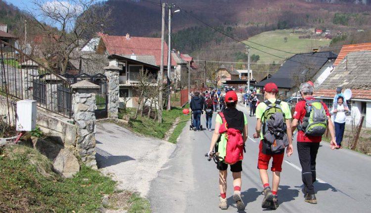 Krásy Manínskej tiesňavy a okolia cez víkend prilákali viac ako 4 200 turistov a cyklistov