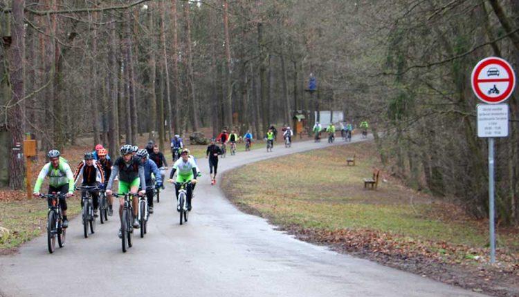 Profesionálni i sviatoční cyklisti zabojujú o Vrchársku korunu Trenčianska