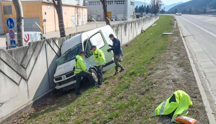 FOTO: Nehoda na diaľničnom privádzači v Púchove
